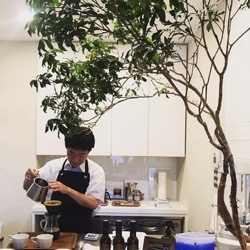コーヒーをいれてくださる大村さん。 (1).jpg